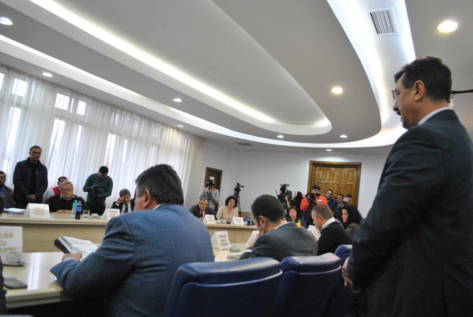 Demiterea Lui Rotaru Pe Masa Consiliului Local Tg Jiu Ziarecom